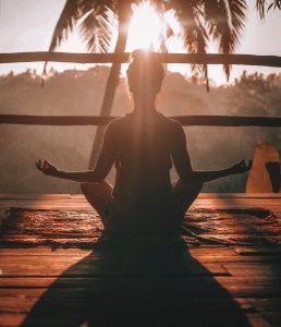 girl meditating- setting goals for life